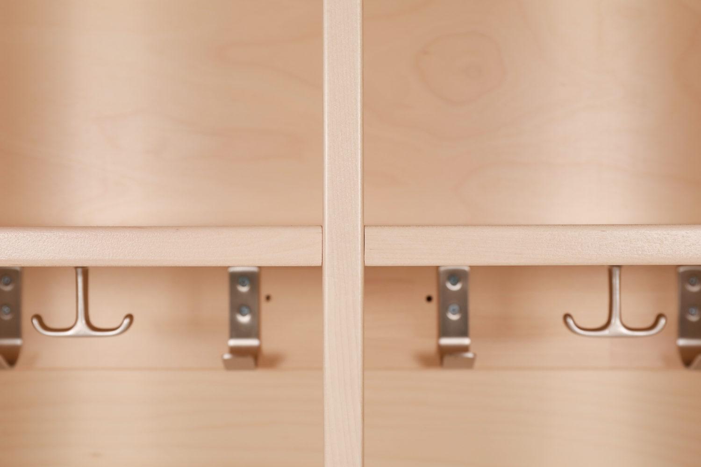 Muksu-naulakko vastaa päiväkotien ja koulujen muuttuviin tarpeisiin, sillä sitä valmistetaan 2-, 3-, ja 4-osaisena
