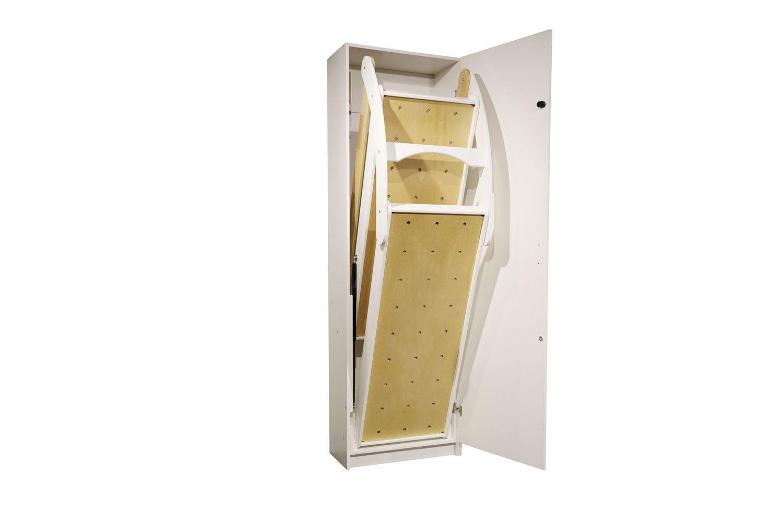 Pro-kaappivuoteen ovessa on turvalukituksena painonappilukko